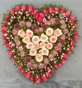 rouwarrangement-hart-roze